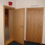 Dvoufalcové akustické dveře (vlevo), jednofalcové akustické dveře (vpravo) - studio ČRo Leonardo Praha